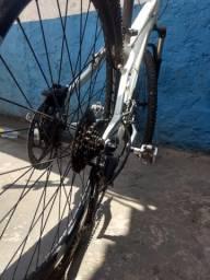 Vendo bike com suspensão hidráulica e freios hidráulicos