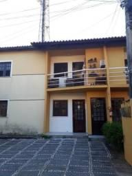 Casa em condomínio com 2 suítes e 2 vagas, 65m² - Lagoa Redonda - Fortaleza-CE