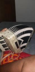Vendo acordeon profissional 8 baixos