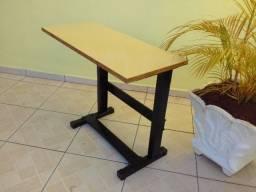 Mesa para maquina de costura domestica ou overlock, em ótimo estado