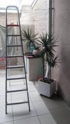 Escada em alumínio com 7 degraus