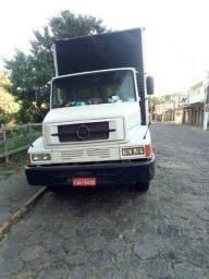 Caminhão mercedes bau