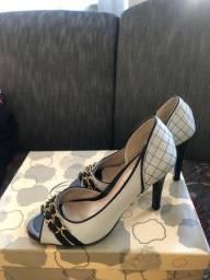 Sapatos 40 reais cada, salvo o Arezzo