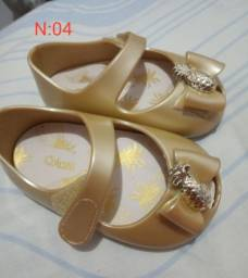Sapatos e sandálias infantil
