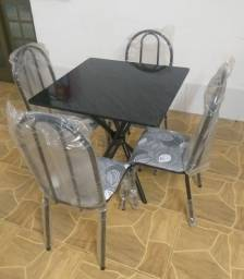 Vendo mesa de 4 cadeiras nova.