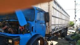 Caminhão boiadeiro 1313