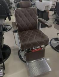 Cadeira de barbeiro nova na caixa