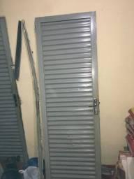 2 Portas de alumínio
