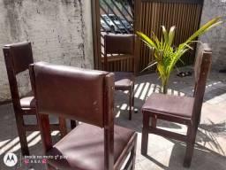 Cadeiras de Madeira e acoxoada