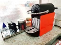 Nespresso - Cafeteira modelo Pixie