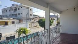 Linda Casa a venda com horta e vista da varanda do primeiro andar