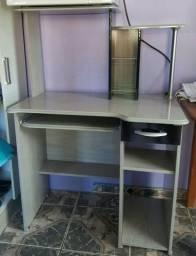 Mesa para computador e som seminova com gaveteiro