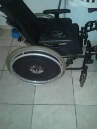 Cadeira de roda leia a descrição