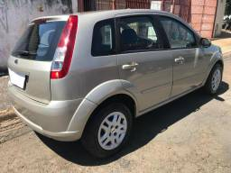 Fiesta Hatch 1.0 Completo - 2010