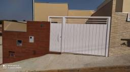 Casa à venda no bairro Santo Expedito III - Pouso Alegre/MG
