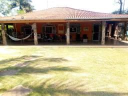 Locação de 2 quartos numa casa em chácara