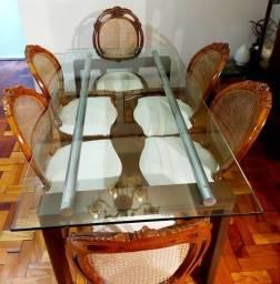 Mesa design com cadeira medalhão