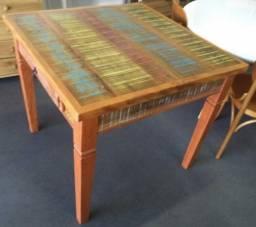 mesa quadrada com 1 gaveta em madeira de demolição ótimo acabamento.