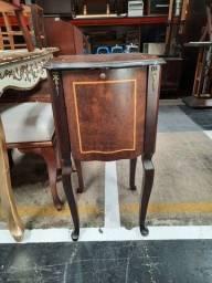 Criado mudo marchetafo detalhes em bronze R$ 680,00