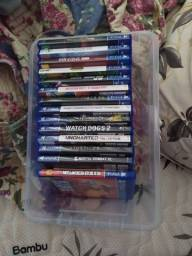 PS4 + 15 jogos + 3 controles