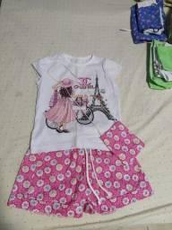 Vendo conjunto de roupas  pra meninas 4 anos novo