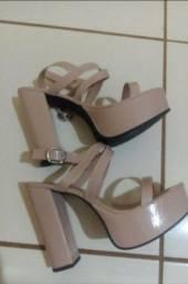 Vendo sandália feminina Nude tamanho 39  ( Não entrego)