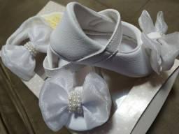 Vendo conjunto de sapato e tiara batizado