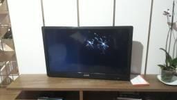 Vendo TV 32 com a tela quebrada.
