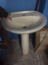 Vasos sanitários e pias de banheiro