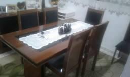 Mesa de jantar, com 6 cadeiras no plástico, balcão e espelho
