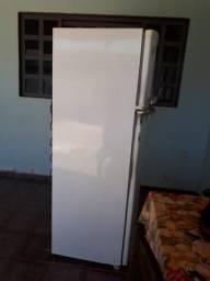 Vende-se geladeira 350 litro