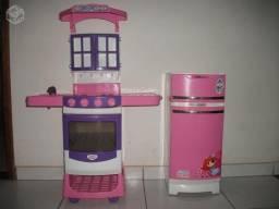 Kit Cozinha (Geladeira + armário e fogão + 2 mesinhas)