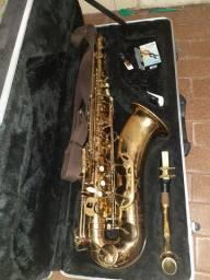 Saxofone Tenor 27 chaves.