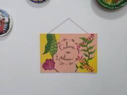 Plaquinha decorativa pintada a mão
