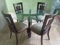 Jogo de mesa de 4 cadeiras