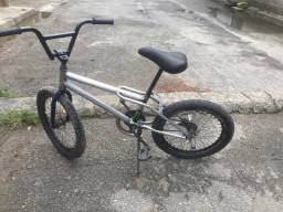 Bicicleta  aro 20  , quadro de bmx relíquia , difícil de encontrar
