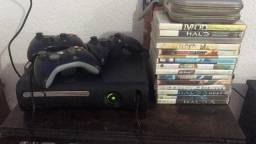 Xbox 360 c/ 2 Controles + 1 Carregador de controle + Jogos