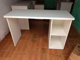 Escrivaninha recém fabricada