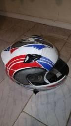 Vendo este capacete e esta churrasqueira do baúleto da titan 150 2014