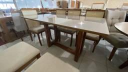 Mesa de madeira e acabamento laka Herval