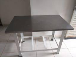 Vendo uma mesa de inox