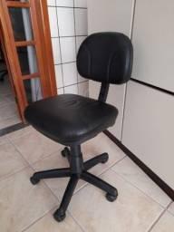 Cadeira de escritório simples e sem encosto de mãos