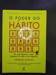 Livros diversos como 'O poder do Hábito' e entre outros