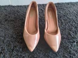 Sapato de salto:(Marisa)