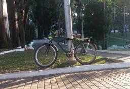 Bicicleta caiçara reforçada.