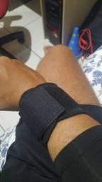 Munhequeira para estabilizar e aliviar dores no punho.