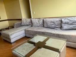 Sofá + Chaise + Mesa de Centro com 4 Pufes