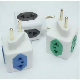 adaptador para tomada com 4 entradas (padrão antigo e novo 3 pinos)