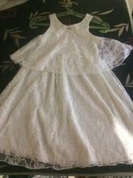 Vestido branco com babados