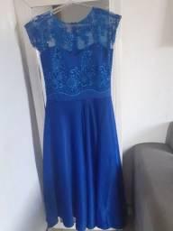 Vendo esse lindo vestido de festa.